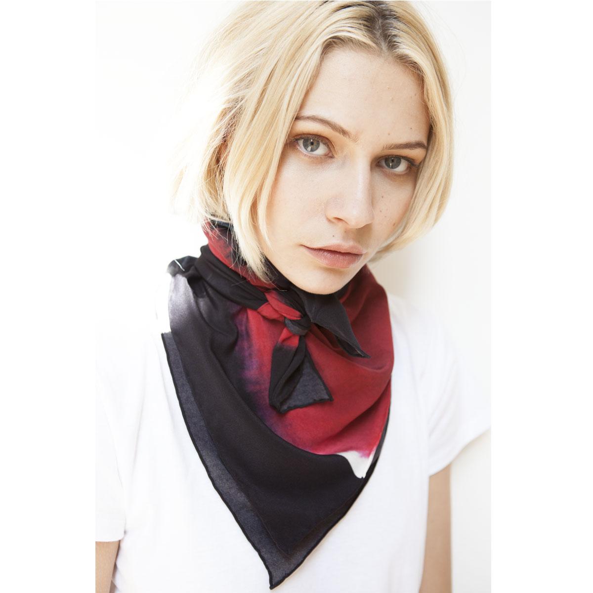 CRAZY IN LOVE Silk digital printed scarf 90 x90 cm.
